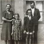 Ifj. Lele József családja körében 1948-ban